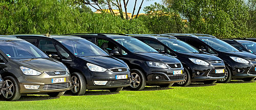 Carros executivos Mercedes e MPVs Ford para transfers privados